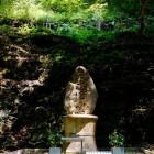 狐忠信霊碑